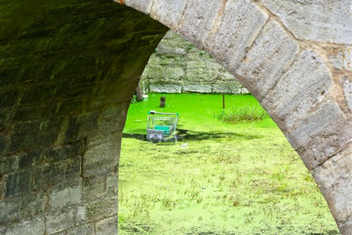 Testgerät ist im Fluss Ankh versunken